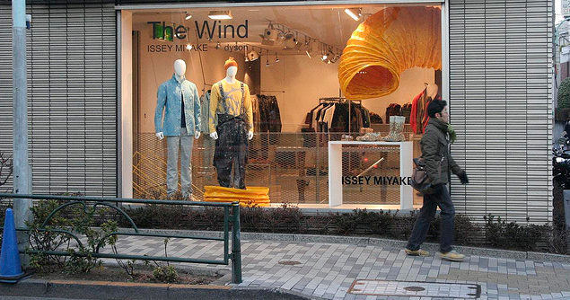 3 Summer Window Display Tips for Visual Merchandisers and Retailers